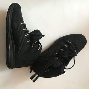 Black NDESTRUKT Nike's